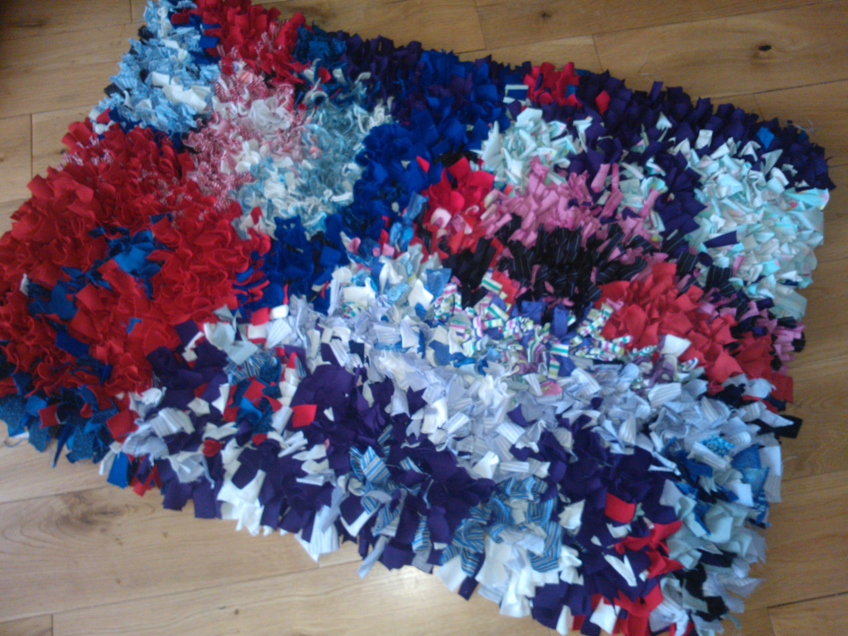 b62fd76d8f2398 Recycled clothing rag rug
