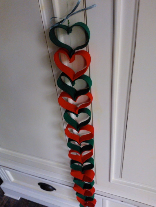 Vertical hearts garland using felt