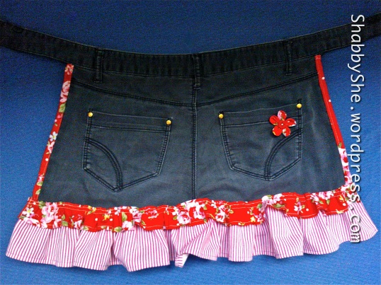 Jeans apron with ruffles and flower