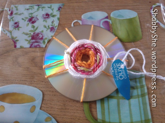 CD loom weaving using wool scraps