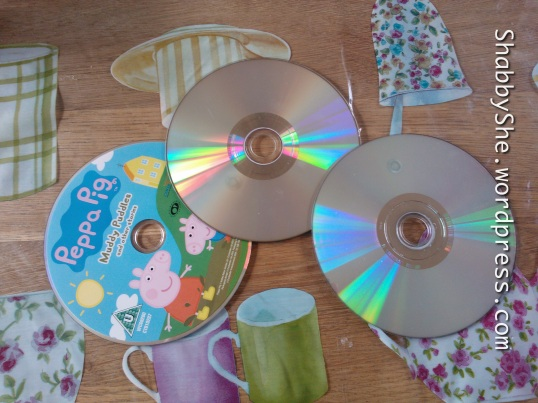 Use old CDs to make looms